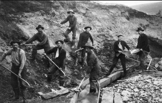 Explorers digging during the Goldrush.